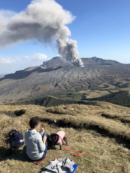 杵島岳 パンを食べる 山頂